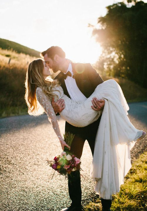 wedding day-carry-her-over-the-threshold