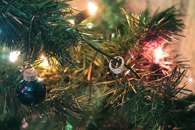 gift-under-the-christmas-tree